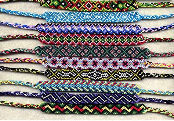 Плетение фенечек из ленточек.